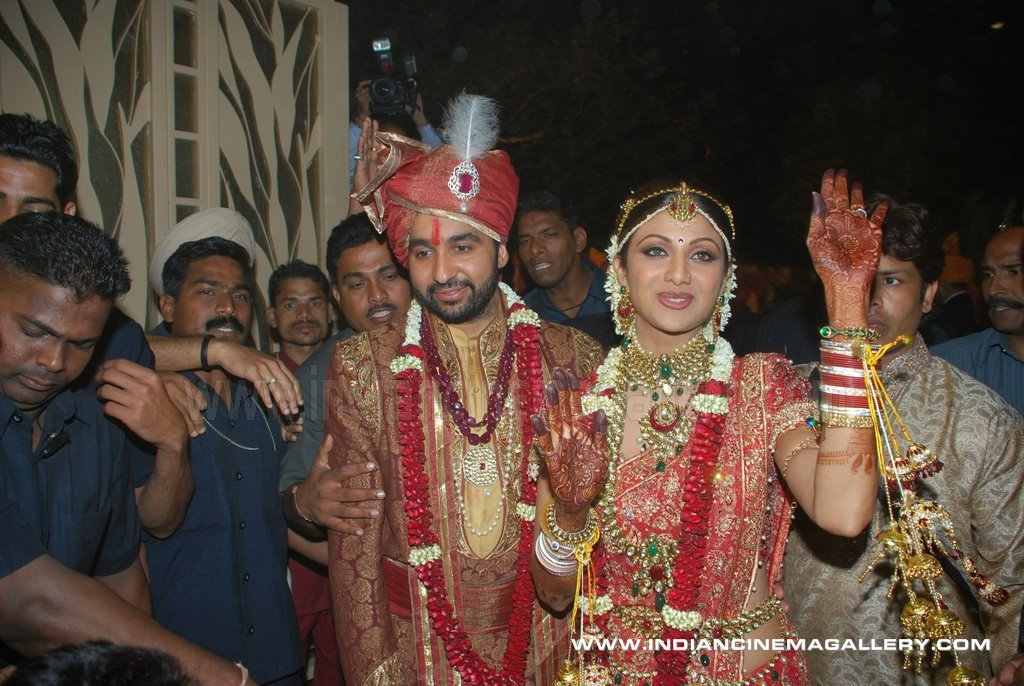 Shilpa Shetty Wedding Latest Stills Shilpa And Raj Possing After Marriage Bollywood Cinema